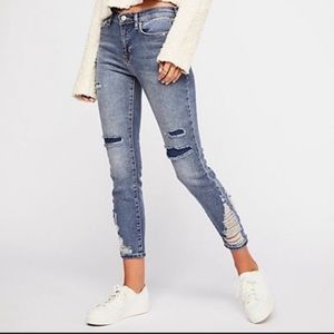 WE THE FREE About A Girl Distressed Jeans